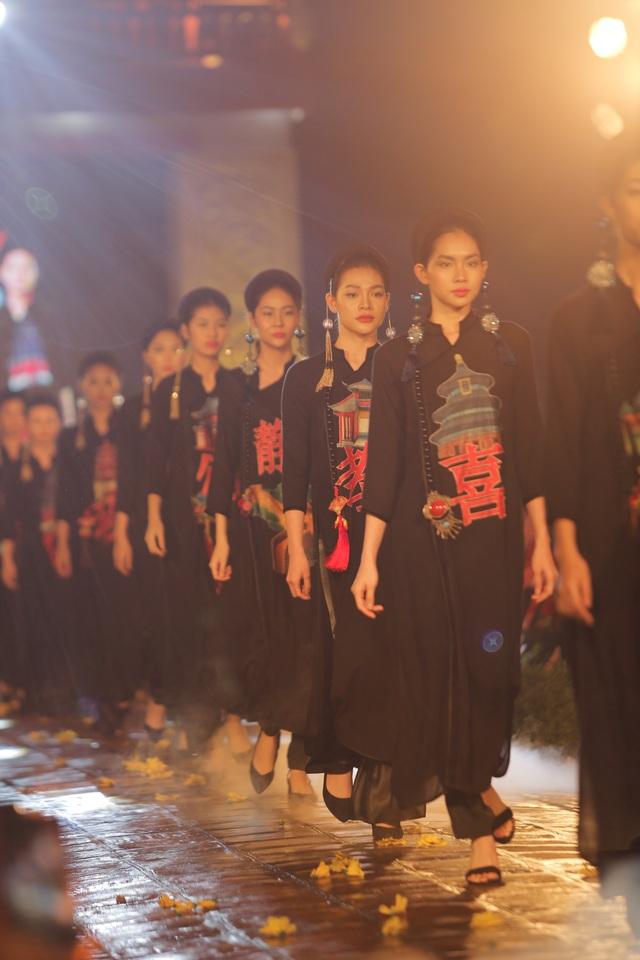 Tự hào Thế giới trong tà áo dài Việt - 12
