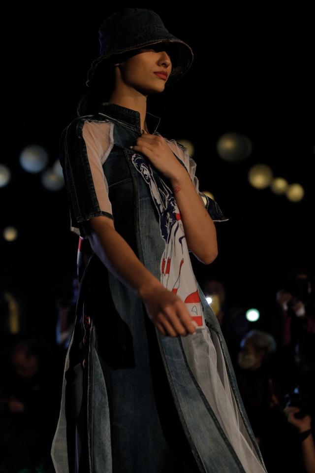 Tự hào Thế giới trong tà áo dài Việt - 9