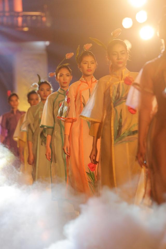Tự hào Thế giới trong tà áo dài Việt - 16