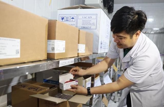 Lô vắc xin được chuyển đến bảo quản tại kho của CDC Nghệ An.