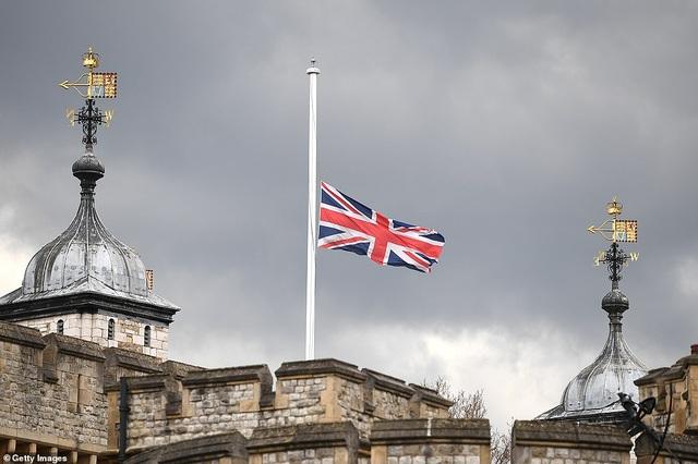 Không tổ chức quốc tang, Anh bắn đại bác tiễn đưa Hoàng thân Philip - 8