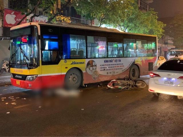 Nam thanh niên tử vong dưới bánh xe buýt - 1