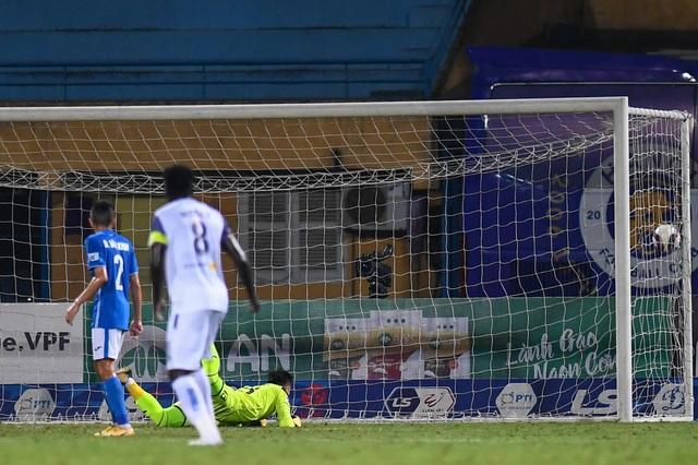 CLB Hà Nội 4-0 Than Quảng Ninh: Quang Hải rực sáng - 14