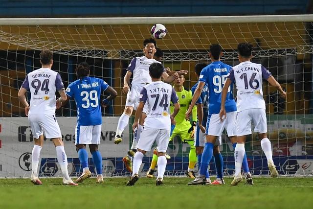 CLB Hà Nội 4-0 Than Quảng Ninh: Quang Hải rực sáng - 21