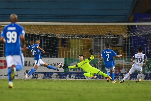 CLB Hà Nội 4-0 Than Quảng Ninh: Quang Hải rực sáng - 17