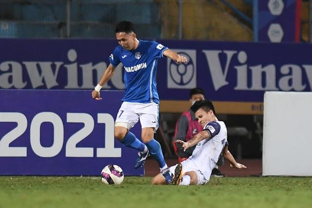 CLB Hà Nội 4-0 Than Quảng Ninh: Quang Hải rực sáng - 12