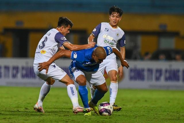 CLB Hà Nội 4-0 Than Quảng Ninh: Quang Hải rực sáng - 18
