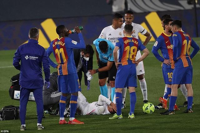 Real Madrid 2-1 Barcelona: Nỗi thất vọng Messi - 6