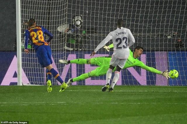 Real Madrid 2-1 Barcelona: Nỗi thất vọng Messi - 5