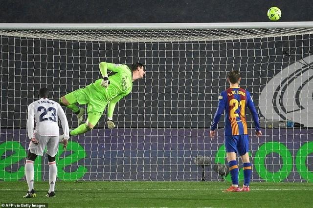 Real Madrid 2-1 Barcelona: Nỗi thất vọng Messi - 9
