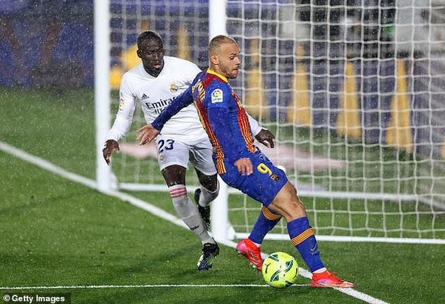 HLV Koeman chỉ trích trọng tài, HLV Zidane lo lắng trước khi đấu Liverpool - 2