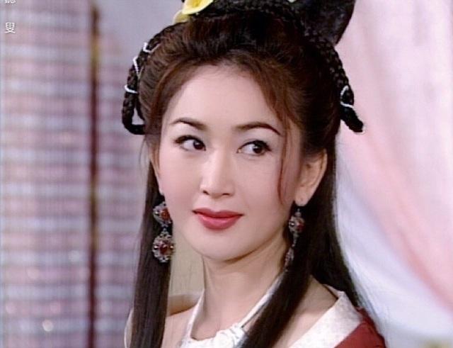 Phan Kim Liên Ôn Bích Hà khoe dáng nuột nà với áo tắm ở tuổi 55 - 5