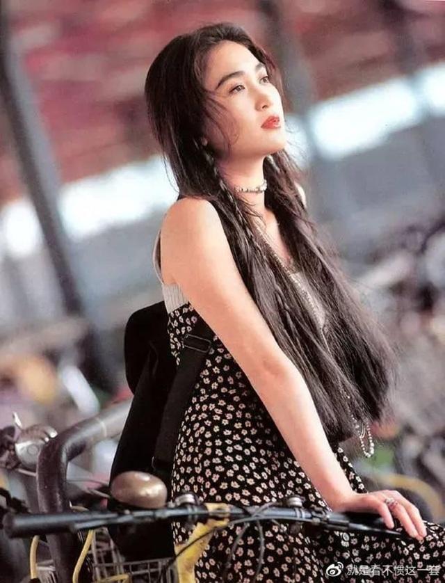 Phan Kim Liên Ôn Bích Hà khoe dáng nuột nà với áo tắm ở tuổi 55 - 4