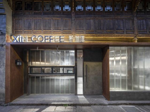 Quán cà phê tái sinh trong ngôi làng cổ hơn trăm tuổi - 1