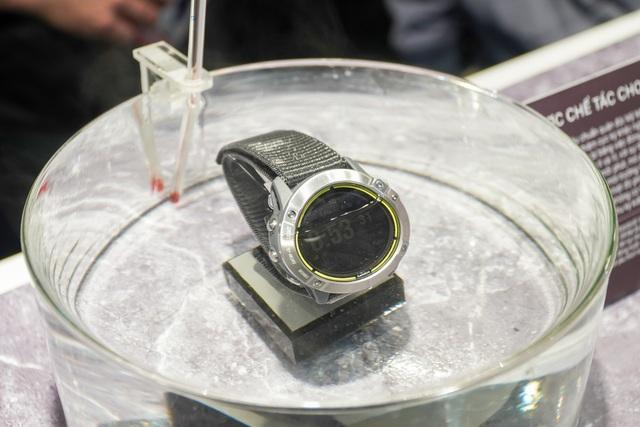 Smartwatch pin 65 ngày, giá 20 triệu đồng về Việt Nam - 6