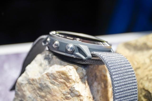 Smartwatch pin 65 ngày, giá 20 triệu đồng về Việt Nam - 5