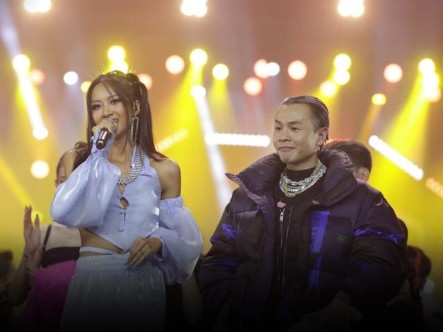 Hoa hậu Tiểu Vy, Minh Tú cực kỳ sexy khi trình diễn trên sân khấu Rap Việt - 8