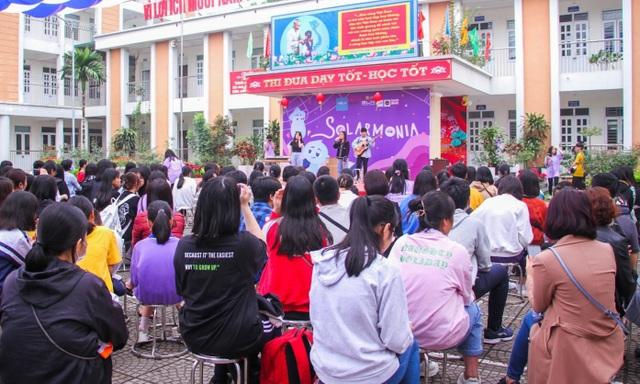 Thủ khoa, á khoa trường chuyên Hà Nội chia sẻ bí quyết đỗ đầu kỳ thi vào 10 - 2