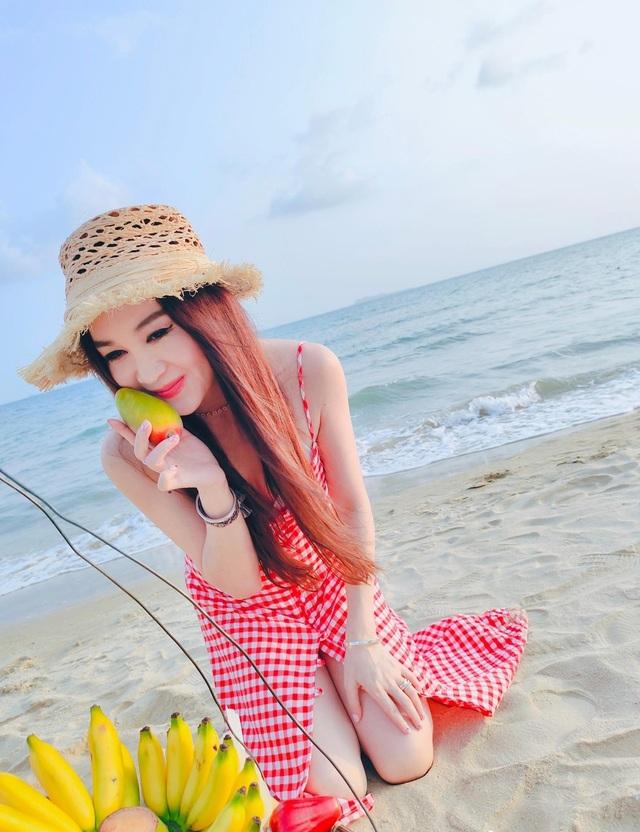 Phan Kim Liên Ôn Bích Hà khoe dáng nuột nà với áo tắm ở tuổi 55 - 14