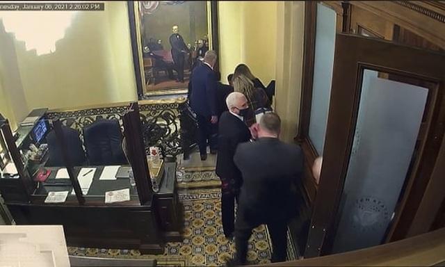 Tiết lộ mệnh lệnh của ông Pence vào ngày quốc hội Mỹ thất thủ - 1