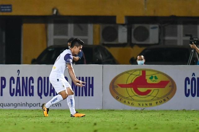 CLB Hà Nội 4-0 Than Quảng Ninh: Quang Hải rực sáng - 1