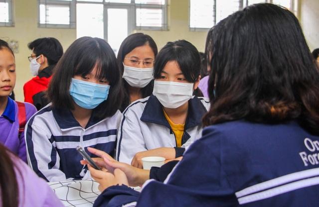 Thủ khoa, á khoa trường chuyên Hà Nội chia sẻ bí quyết đỗ đầu kỳ thi vào 10 - 3