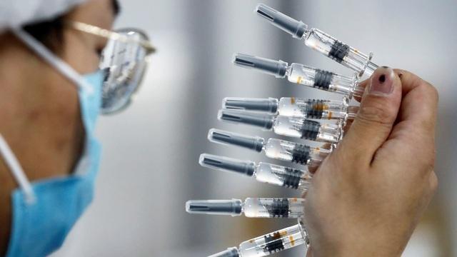 Quan chức Trung Quốc thừa nhận vắc xin Covid-19 của nước này hiệu quả thấp - 1