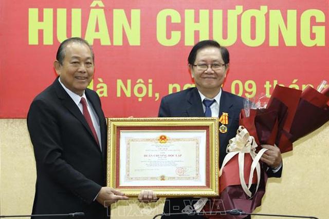 Trao Huân chương Độc lập hạng Nhì tặng nguyên Bộ trưởng Nội vụ Lê Vĩnh Tân - 2