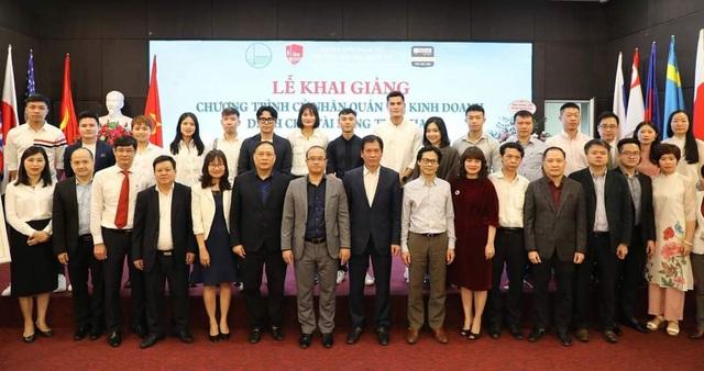 Cầu thủ Quang Hải nhận học bổng toàn phần tại trường đại học Kinh tế - 4