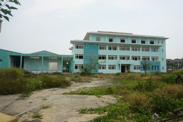 Cận cảnh bệnh viện bỏ hoang giữa khu đất vàng ven biển Đà Nẵng - 11