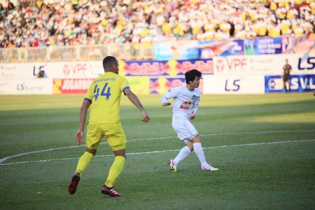 HA Gia Lai 4-3 Nam Định: 3 quả phạt đền và những phút bù giờ điên rồ - 7