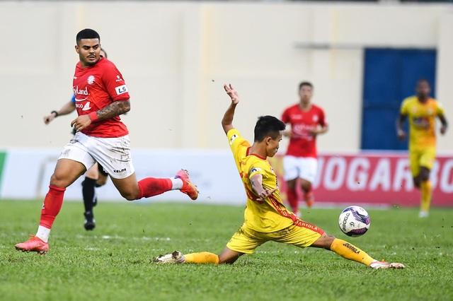 Lee Nguyễn ghi bàn, CLB TPHCM vẫn bị mất điểm trước Thanh Hóa phút bù giờ - 1