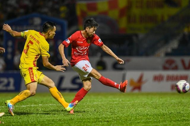 Lee Nguyễn ghi bàn, CLB TPHCM vẫn bị mất điểm trước Thanh Hóa phút bù giờ - 4
