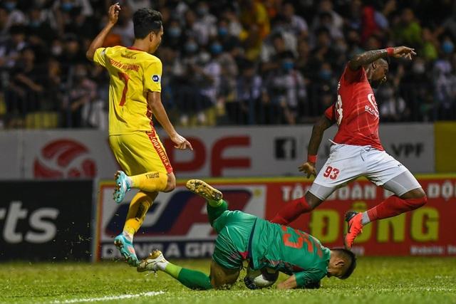 Lee Nguyễn ghi bàn, CLB TPHCM vẫn bị mất điểm trước Thanh Hóa phút bù giờ - 2