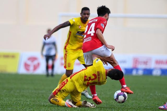 Lee Nguyễn ghi bàn, CLB TPHCM vẫn bị mất điểm trước Thanh Hóa phút bù giờ - 3