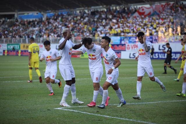 HA Gia Lai 4-3 Nam Định: 3 quả phạt đền và những phút bù giờ điên rồ - 4