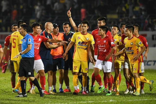 Lee Nguyễn ghi bàn, CLB TPHCM vẫn bị mất điểm trước Thanh Hóa phút bù giờ - 6