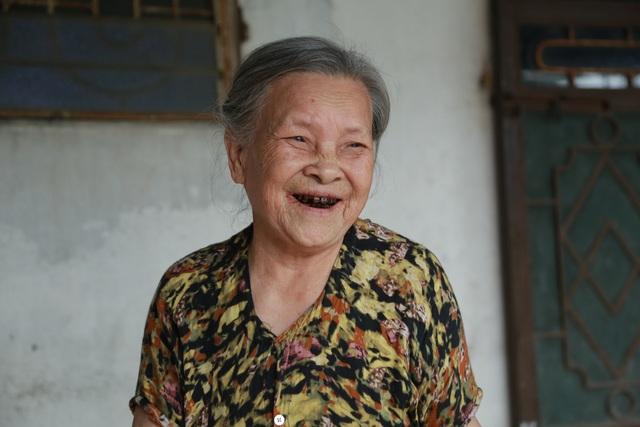 Một vé về tuổi thơ với hàng tạp hóa từ thời bao cấp của cụ bà gần 90 tuổi - 5