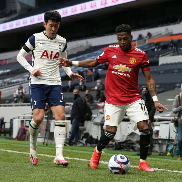 Man Utd đè bẹp Tottenham: Solskjaer cao tay hơn Mourinho - 2
