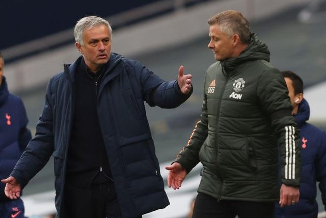 Man Utd đè bẹp Tottenham: Solskjaer cao tay hơn Mourinho - 1