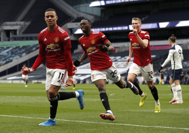 Man Utd đè bẹp Tottenham: Solskjaer cao tay hơn Mourinho - 3