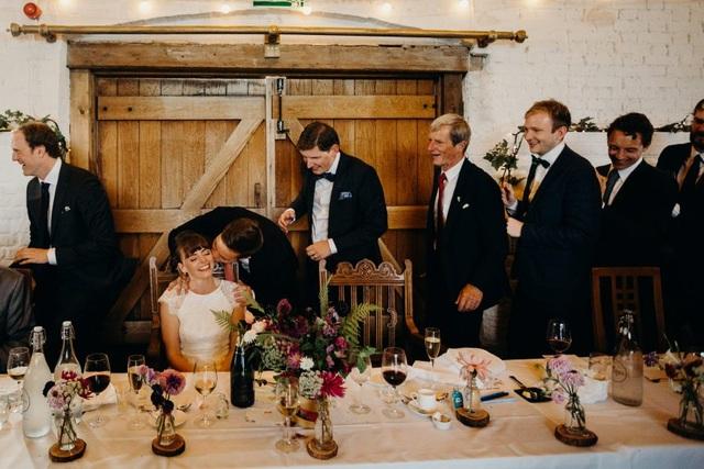 Cấm cười, nhổ nước bọt và loạt phong tục cưới hỏi độc dị khắp thế giới - 4