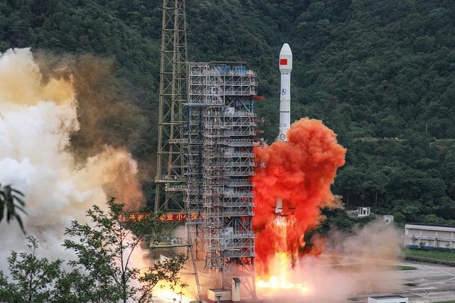 Bóng ma chiến tranh Mỹ - Trung rình rập trên vũ trụ - 1