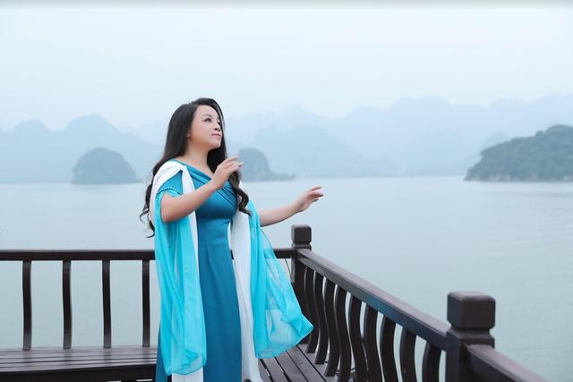 Ca sĩ Lê Minh Ngọc tát bạn diễn sưng má trong phim ca nhạc