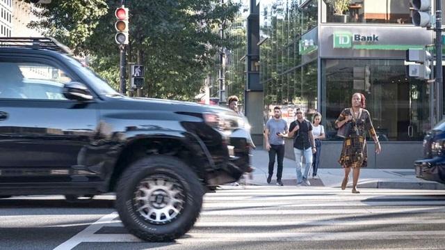 Nhiều khuyến cáo không dùng xe SUV cỡ lớn ở đô thị - 1