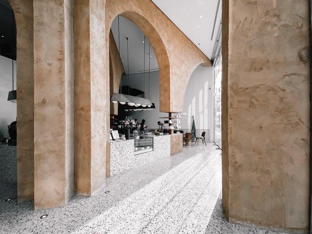 Quán cà phê như ngôi đền thu nhỏ, hút khách nhờ trải nghiệm tâm linh - 2