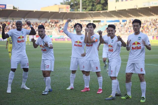 HA Gia Lai 4-3 Nam Định: 3 quả phạt đền và những phút bù giờ điên rồ - 1
