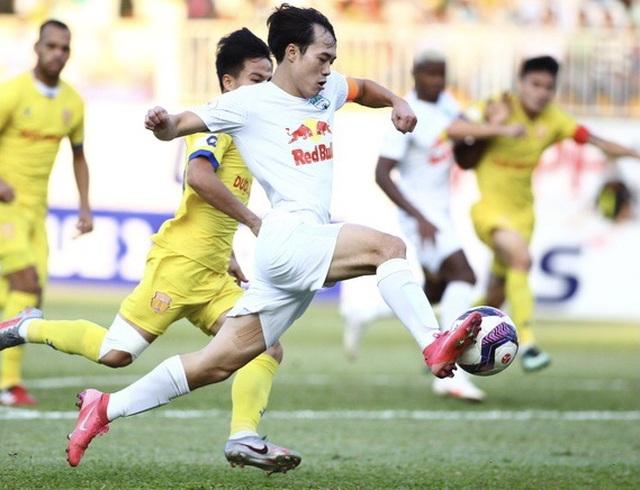 Nhờ HLV Kiatisuk, đội tuyển Việt Nam đang… thừa tiền đạo giỏi - 1