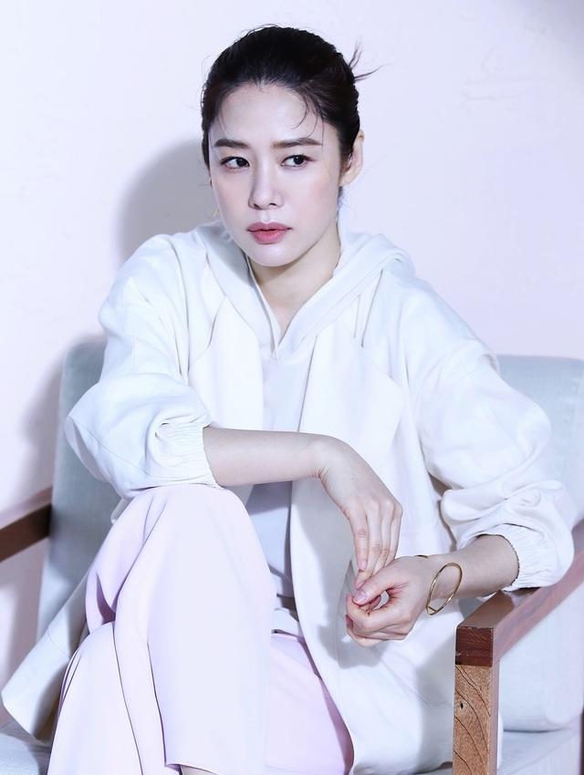 20 năm sau chuyện tình với So Ji Sub, mỹ nhân Giày thủy tinh vẫn cô đơn - 9