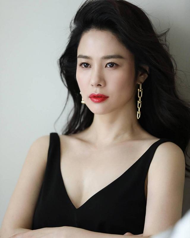 20 năm sau chuyện tình với So Ji Sub, mỹ nhân Giày thủy tinh vẫn cô đơn - 7